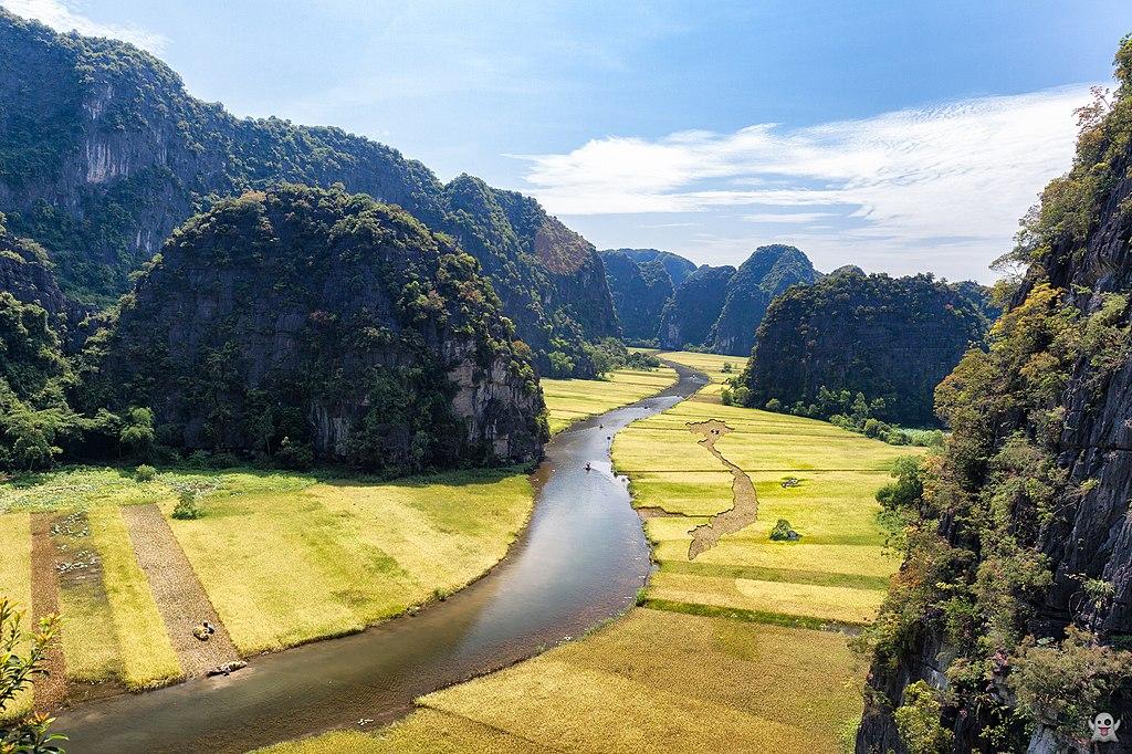 Rivière et rizières et pitons rocheux à Tam Cốc au Vietnam - Photo de Tuan Mai