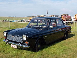 Ford Taunus P4 - With the P1 replaced by the P4, the Taunus 12M was now available with four doors.