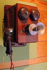 Puhelin 1800-luvun lopulta. Kuvalähde: Wikipedia