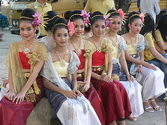 Traditional Thai clothing - Thai girls wearing northern Thai sinhs