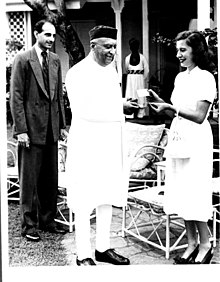 The Governor of Bombay awarding the winner of a baseball match between teams from Calcutta and Bombay.jpg