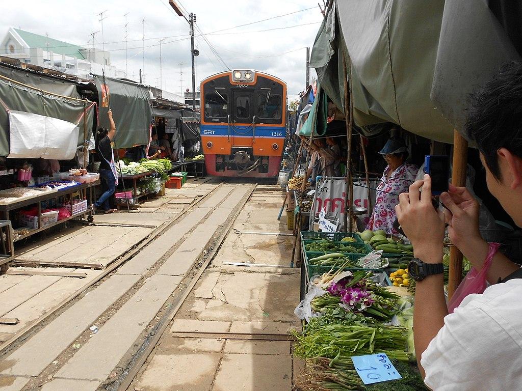The Mahachai Mae Khlong Market Train... - panoramio (1)