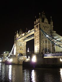 Tower bridge night2.jpg