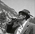 Trentar trobi s kozlovim rogom. Tako kličejo tega ali onega s hribov blizu doma, Trenta 1952 (3).jpg