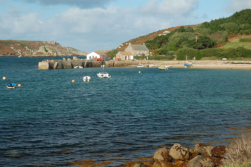 File:Tresco New Grimsby Pier.jpg