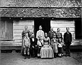 Tropenmuseum Royal Tropical Institute Objectnumber 60006558 De boeren kolonisten familie Loor kwa.jpg
