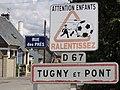 Tugny-et-Pont (Aisne) city limit sign, water tower.JPG