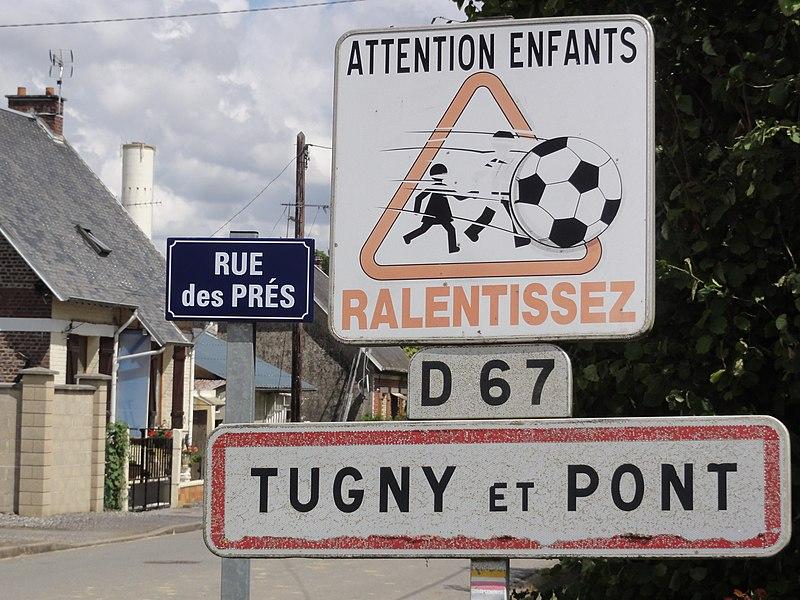 Tugny-et-Pont (Aisne) city limit sign, water tower