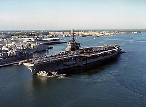 Niantic (YTB-781) - Image: Tugs assist USS Ranger (CV 61) at Pearl Harbor on 8 March 1993