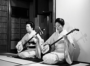 http://upload.wikimedia.org/wikipedia/commons/thumb/3/3c/Two_geishas_playing_shamisen.jpg/300px-Two_geishas_playing_shamisen.jpg