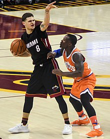 Tyler Johnson Heat 2016.jpg