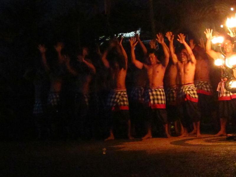 File:Ubud, kecak dance (6843336498).jpg