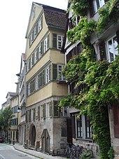 Ludwig Uhlands Geburtshaus, das stattliche Fachwerkhaus Neckarhalde 24, in Tübingen (Quelle: Wikimedia)