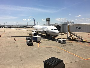 Cincinnati/Northern Kentucky International Airport - United A320 at Concourse A