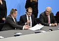 Unterzeichnung des Koalitionsvertrages der 18. Wahlperiode des Bundestages (Martin Rulsch) 096.jpg