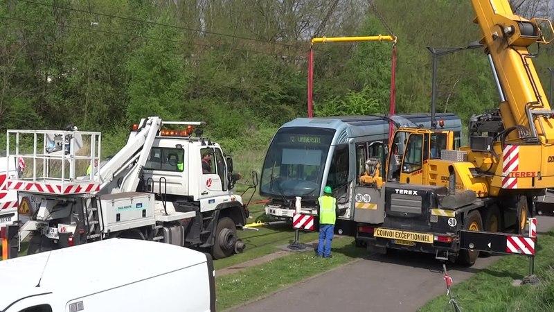 File:Valenciennes & Anzin - Déraillement de la rame de tramway n° 17 à la sortie du dépôt de Saint-Waast le 11 avril 2014 (078A).ogv