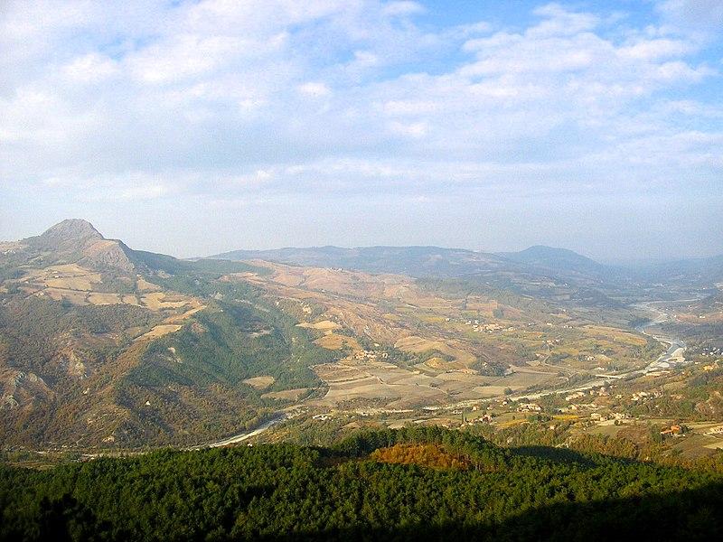 File:Valtrebbia e Pietra Parcellara dal Monte Armelio - panoramio.jpg