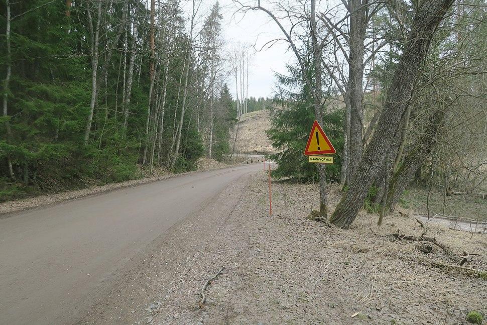 Varoitusmerkki maanvyörymästä, Salo, Kiikala, Kärkelä