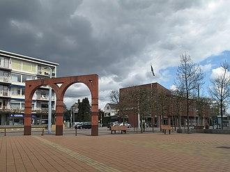 Velp, Gelderland - Image: Velp, Hoofdstraat de Poort en de ABN Amro foto 1 2012 04 16 14.29