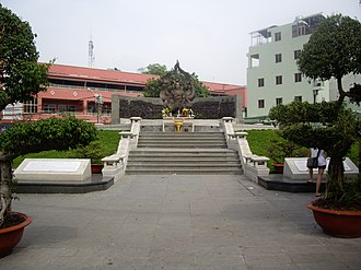 Buddhism in Vietnam - Monument to Thích Quảng Đức, who burned himself to death in 1963 in protest against the persecution of Buddhists by South Vietnam's Ngô Đình Diệm administration