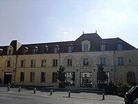 Verrieres-le-Buisson Hotel-de-Ville.JPG