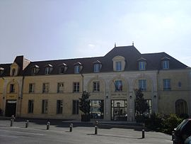The town hall in Verrières-le-Buisson
