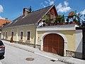 Veszprém 2016, műemlék lakóház keretes kapuval, Úrkút utca 4.jpg