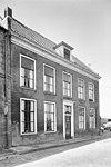foto van Herenhuis met verdieping en eenvoudige lijstgevel