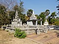 Wat Kampong Tralach Leu Stupa 01.jpg