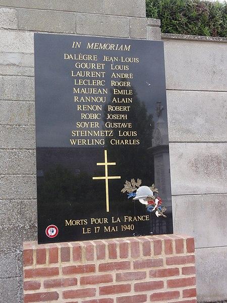 Wiège-Faty (Aisne) plaque mon. aux morts 1940 Faty