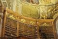Wien-Innenstadt, Hofbibliothek, Bücherregal und Fresken.JPG