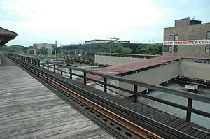 Wilson station (CTA) - Looking southwest at the auxiliary platform, October 2007