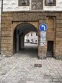 Zámek (Kostelec nad Černými lesy), vstupní brána.JPG