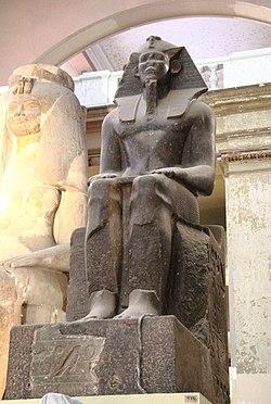 Kahire Mısır Müzesi'nde Firavun Imyremeshaw'ın granit heykeli