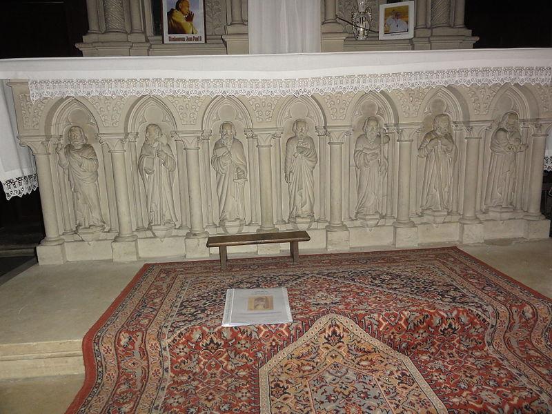 Étréaupont (Aisne, France), église Saint-Martin, maître-autel, sculptures partie basse.