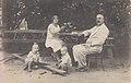 Аляксандр Уласаў з жонкай Аляксандрай і пасынкамі Дзімам і Алегам.jpg