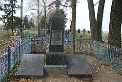 Братська могила радянських воїнів. смт. Головине, на кладовищі 01.JPG