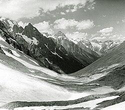 Вид с Чучхурского перевала.jpg