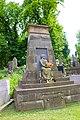 Пам'ятник на могилі сім'ї Левицьких.jpg