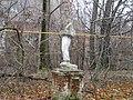 Статуя и газовая труба в деревне Бегичево Тульской области.jpg