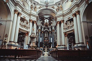 Церква, всередині.jpg