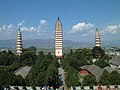 大理崇圣寺千寻塔和南北二塔 Chong Sheng Si - panoramio.jpg