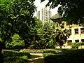 绿瓦楼前的花台 - panoramio.jpg