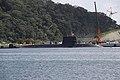 魚雷搭載作業中のおやしお型。.jpg
