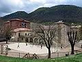 085 Escoles Doctor Robert, pati, des de Sant Pere (Camprodon).JPG
