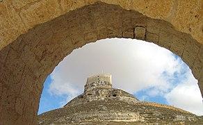 090920 1227 6317 SLL Curiel Castillo desde el Arco de Curiel T91.jpg