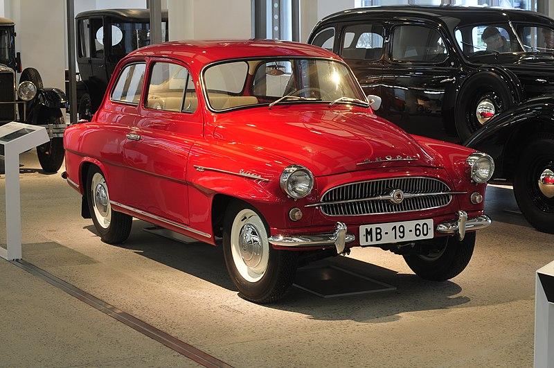 800px-13-04-05-Skoda_Museum_Mlad%C3%A1_Boleslav_by_RalfR-122