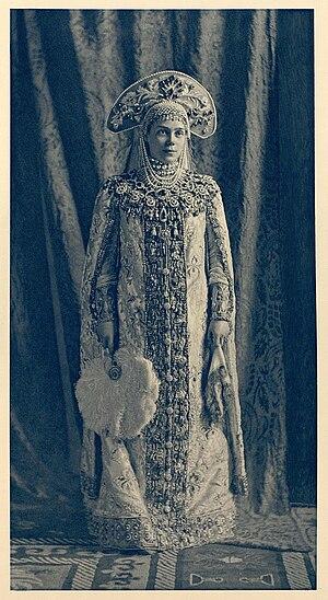 Kokoshnik - Image: 1903 ball Xenia Alexandrovna of Russia