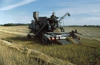 Gleaner Manufacturing Company - 1965 Gleaner E harvester