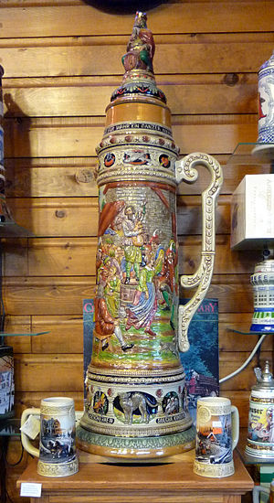 Beer stein - Image: 2009 0528 MN IA31 Giant Beer Stein